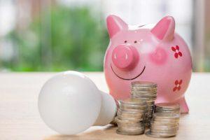 Ahorra en luz al cambiar el titular de los suministros al alquilar un piso