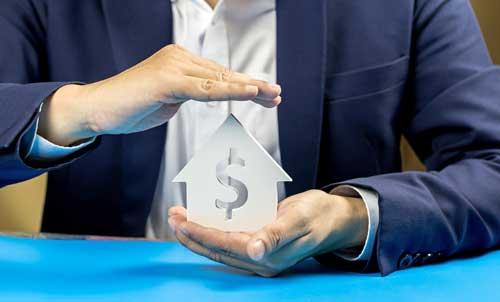 Banquero al que se acaba de solicitar una hipoteca